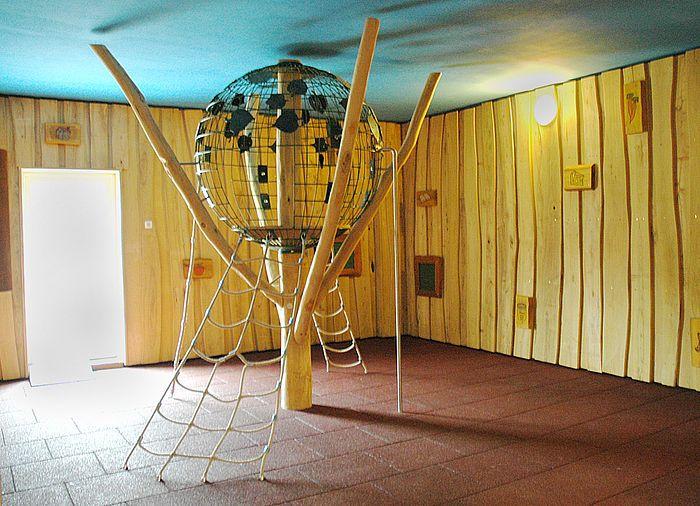 Klettergerüst Zimmer : Indoor klettergerüst kletterbaum ziegler spielplätze arbeit