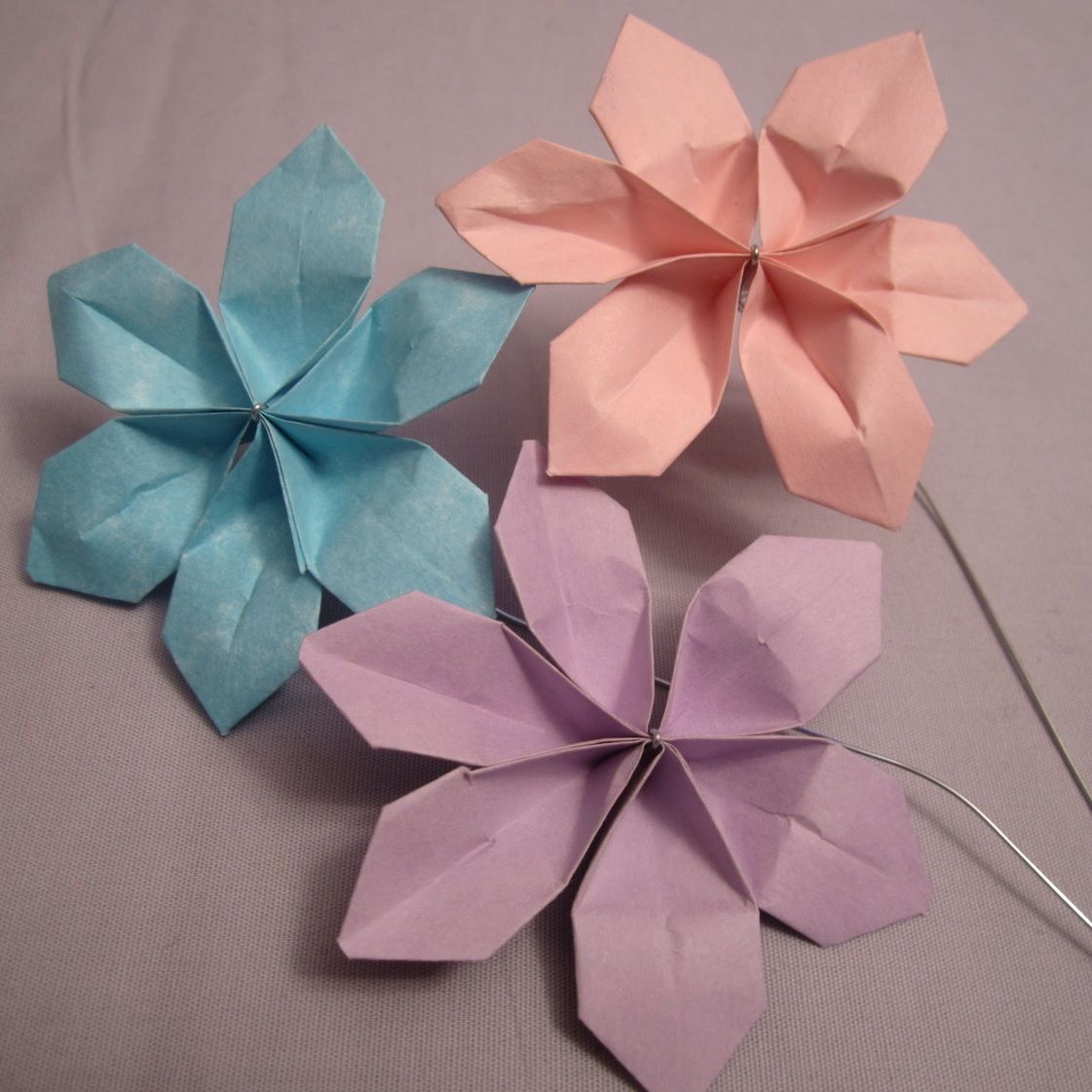 Sweet and easy diy paper flowers how to make paper flowers you can use sticky notes origami paper or another kind to make these diy paper flowers mightylinksfo