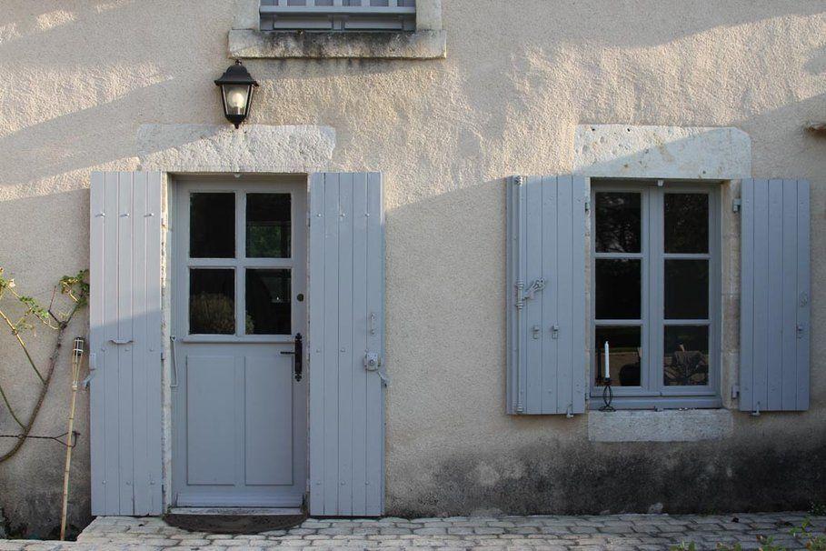 Volets exterieurs provencaux deco photo volet et for Volets porte fenetre bois