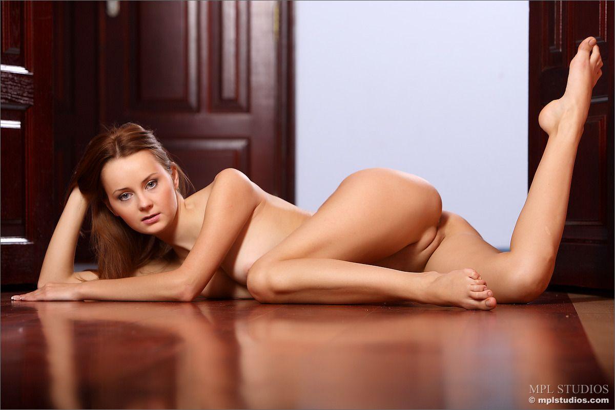 Mujeres Guapas Desnudas Elegante Desnuda Legarreta Mujeres De