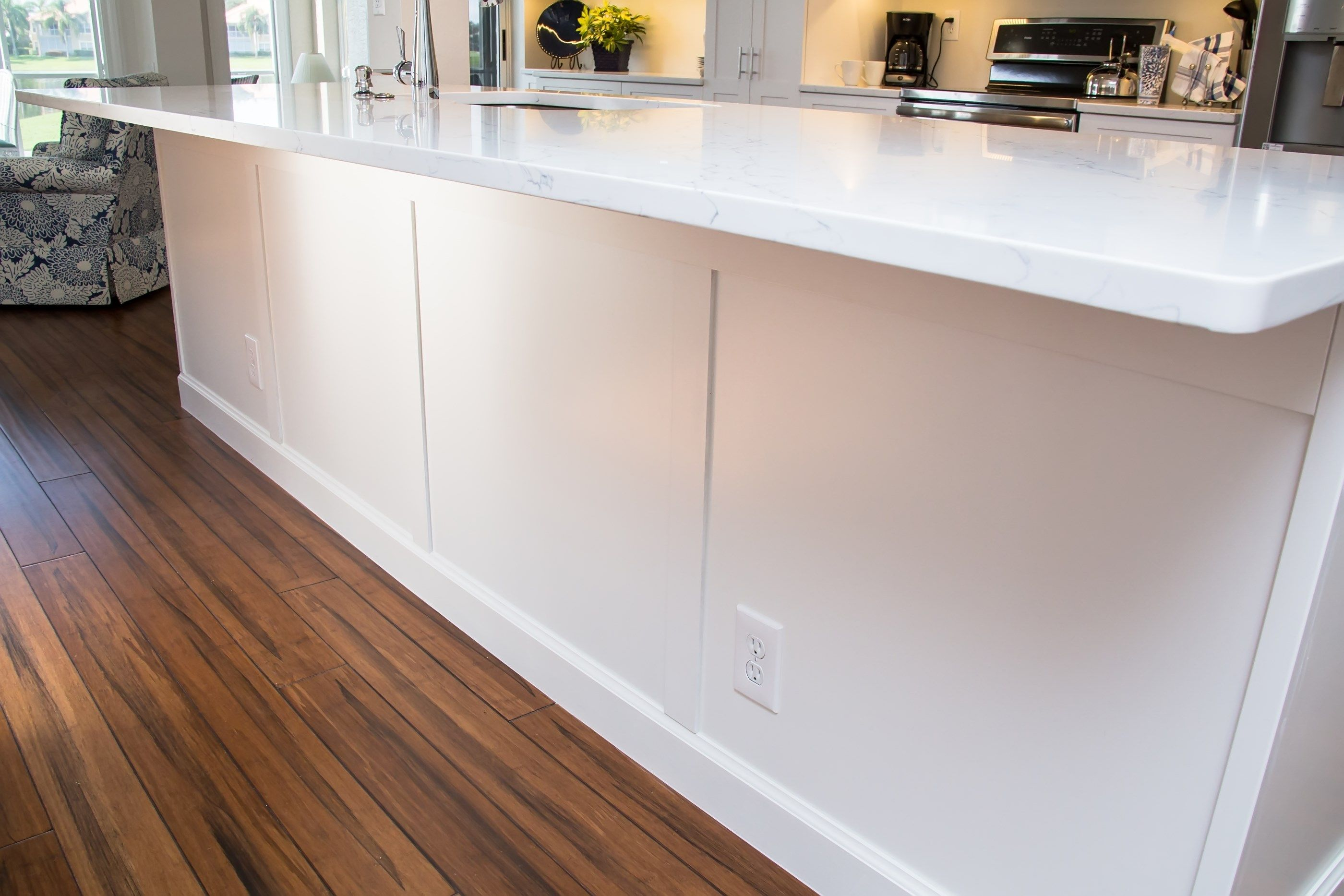 EVO Door style: Pendleton 275 | Species: Paint grade | Finish: White ...