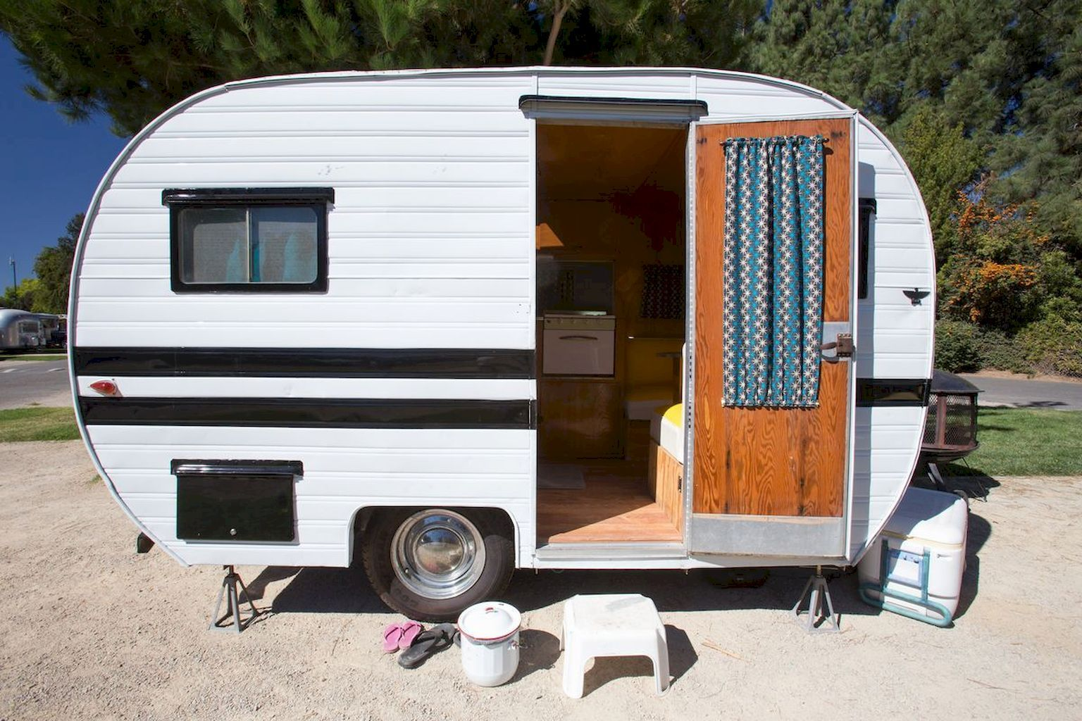 Old Camper Remodel Ideas That Must You Know Home to Z ...