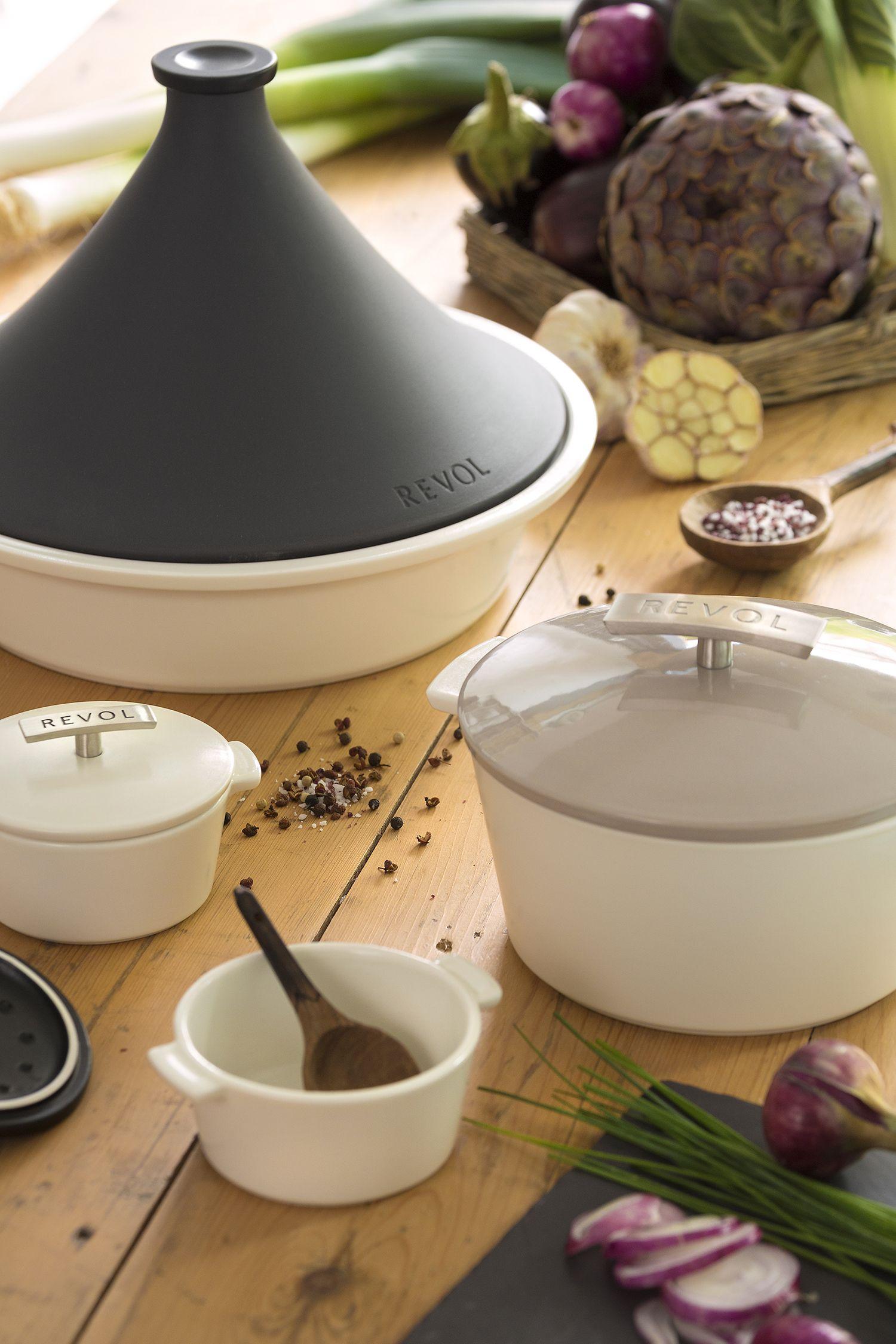 Cocotte Et Tajine Revolution Cocotte En Ceramique Haute Performance Couvercle Colore Realises A La Main En Ceramic Cookware Ceramic Design Ceramic Accessory