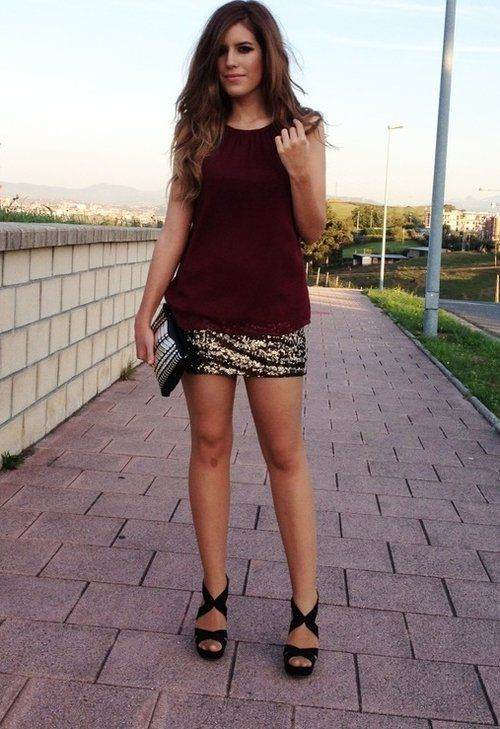 chic evening outgoing outfit gold shimy shiny wine red clutch heels