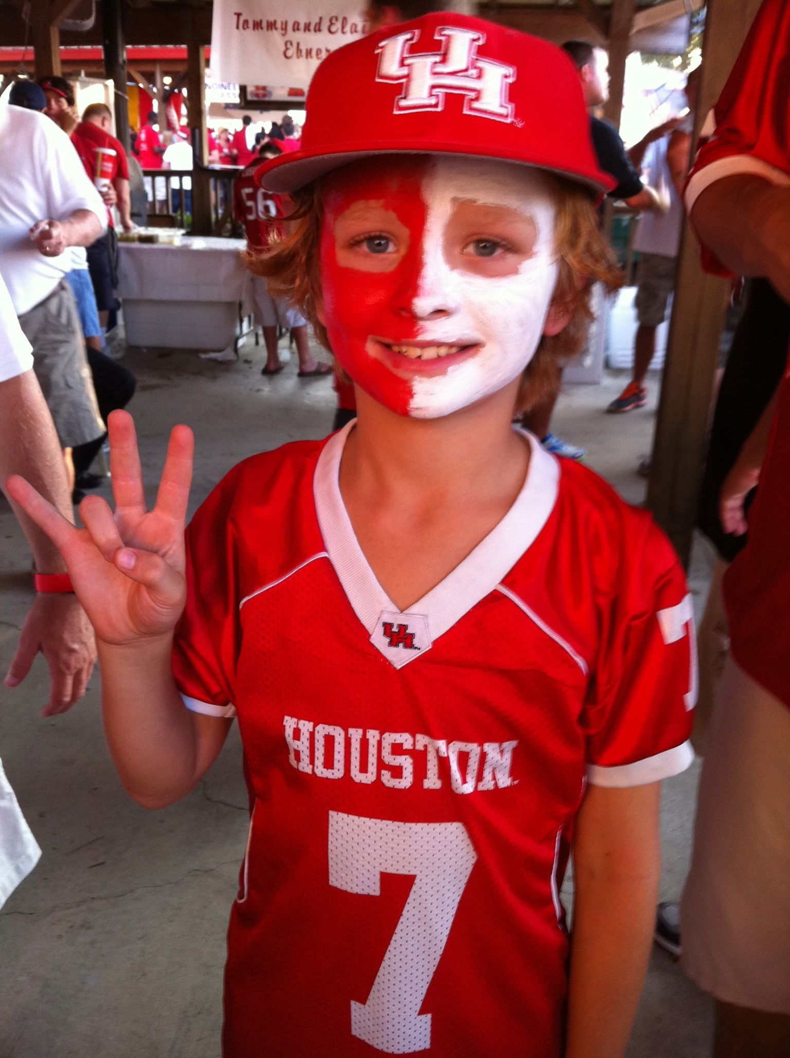 Houston cougar pride face paint for the uh coogs football for Cheap face painting houston