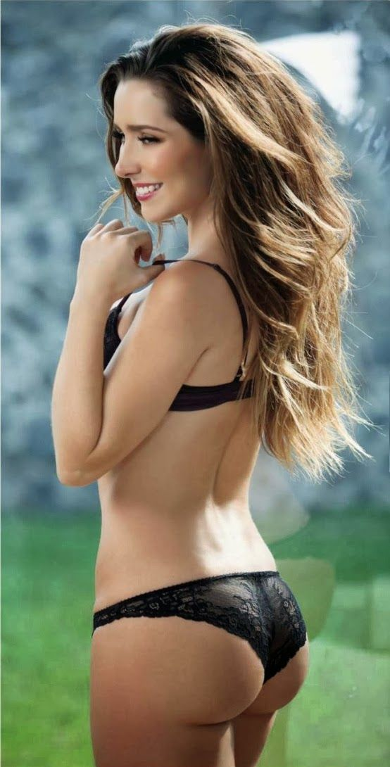 Hot nude anal beach babe
