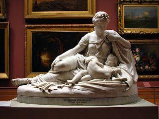 Zeus fez amor com Leto, deixando sua mulher Hera muito enciumada. Hera baniu Leto, que vagou pelo mundo à procura de um lugar onde dar à luz. Como a filha de Hera, Ilícia, deusa do parto, não pudesse ajudar Leto, o povo de Delos deixou que ela tivesse os gêmeos Ártemis e Apolo em sua ilha.