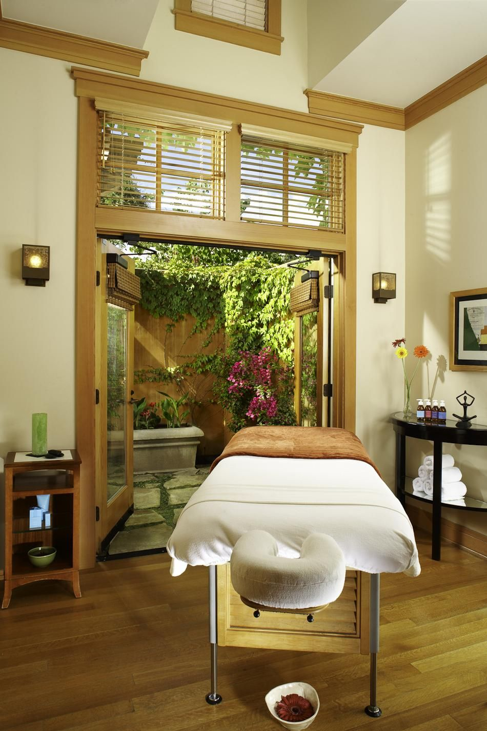 Day Spa  Massage Therapy Room  Esthetician Room  Aesthetician Room  Esthetics -7950