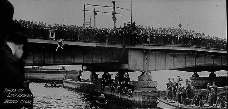 Harry Houdini jumps from Harvard Bridge in Boston in 1908 Photo Print