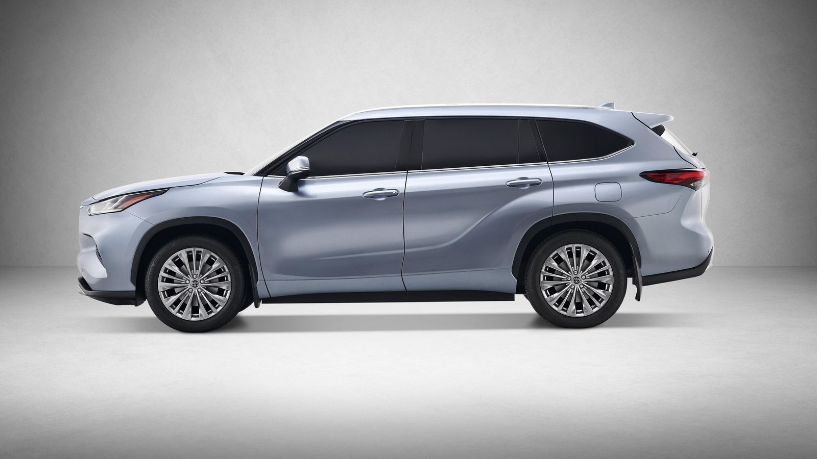 2020 Toyota Highlander Vs Explorer Pilot Traverse And Release Date Price And Review Toyota Highlander Toyota Highlander Hybrid Toyota