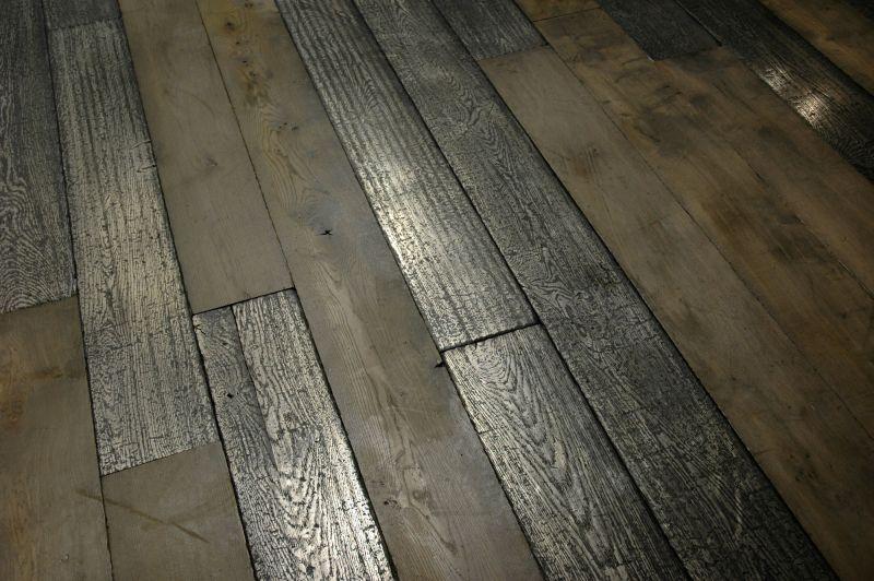 Silver Collection Exceptionnelle De Parquets Metallises Une Fine Couche De Metal Pur Appliquee Sous Forme Liquide Rec Sols Rustiques Plancher Into The Wood
