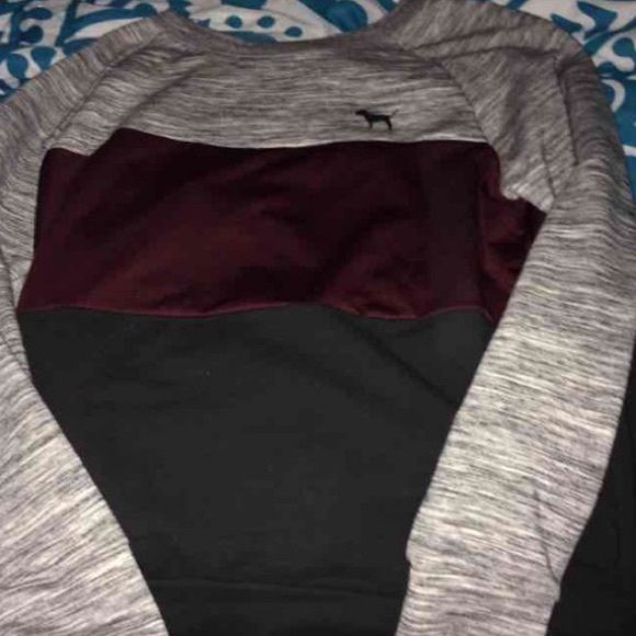NWT PINK by Victoria Secret Color block top Small NWT PINK by Victoria Secret burgundy, grey and black color block top in Small. *Price firm/No holds/No trades* on ♏️ $60 plus $6 for shipping please let me know if your interested I'll give the information. PINK Victoria's Secret Tops Tees - Long Sleeve