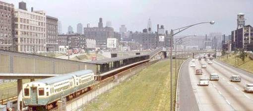 PHOTO - CHICAGO - KENNEDY EXPRESSWAY - CTA RAPID TRANSIT ON MEDIAN STRIP - 1960