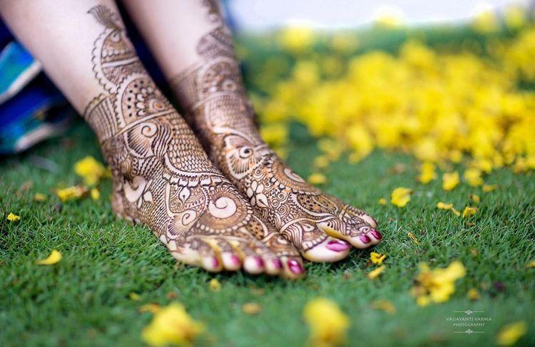 Bridal Mehndi In Bangalore : Gorgeous bridal mehandi on green grass bangalore