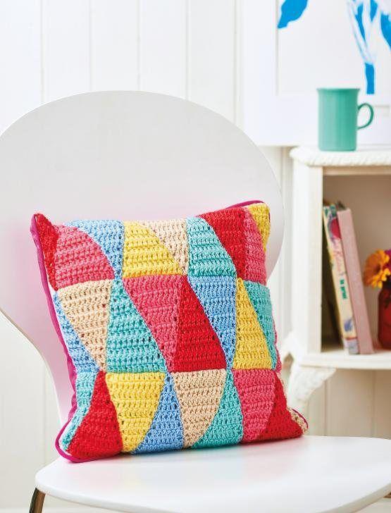 FREE CROCHET PATTERN: triangle cushion | CRAFTS - Crochet & Knitting ...