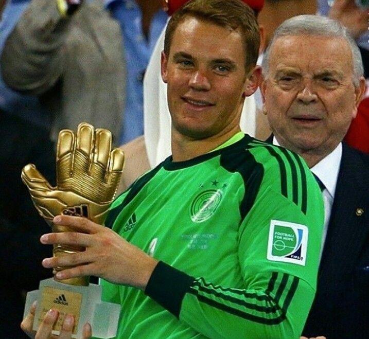 Manuel Neuer Wins The Golden Glove Best Goalkeeper Of The World Cup And Best Goalkeeper In The World Today Neue Wege Weltmeisterschaft Wm 2014
