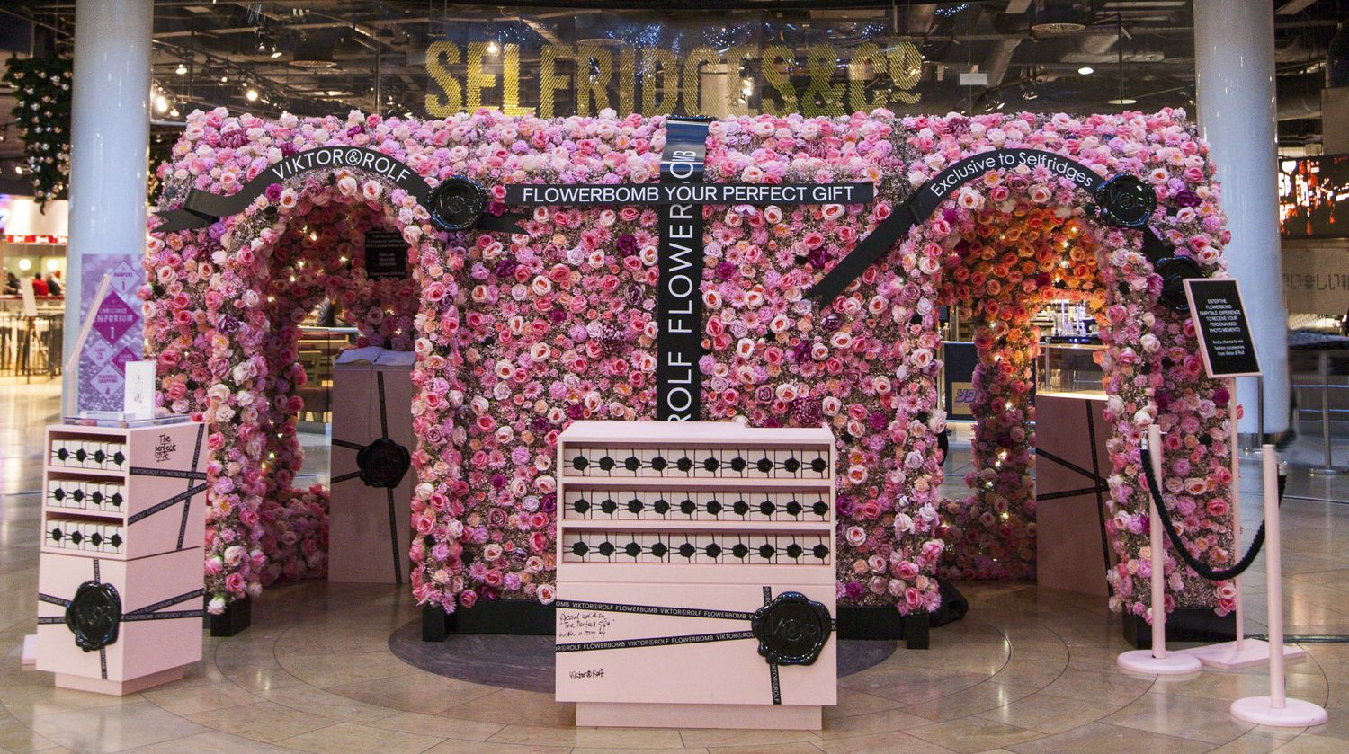 image result for viktor and rolf flowerbomb ad point of sale pinterest search galleries. Black Bedroom Furniture Sets. Home Design Ideas