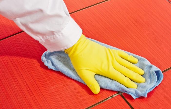 Comment Enlever Du Ciment Sur Du Carrelage 7 Astuces Pour Recuperer Du Carrelage Couvert De Ciment Tout Pratique Carrelage Nettoyage De Carrelage Nettoyant Carrelage