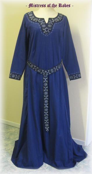 Castle seamstress: Gallery: Medieval / Damengewaender / Mitterlalter Damengewandung Cotte