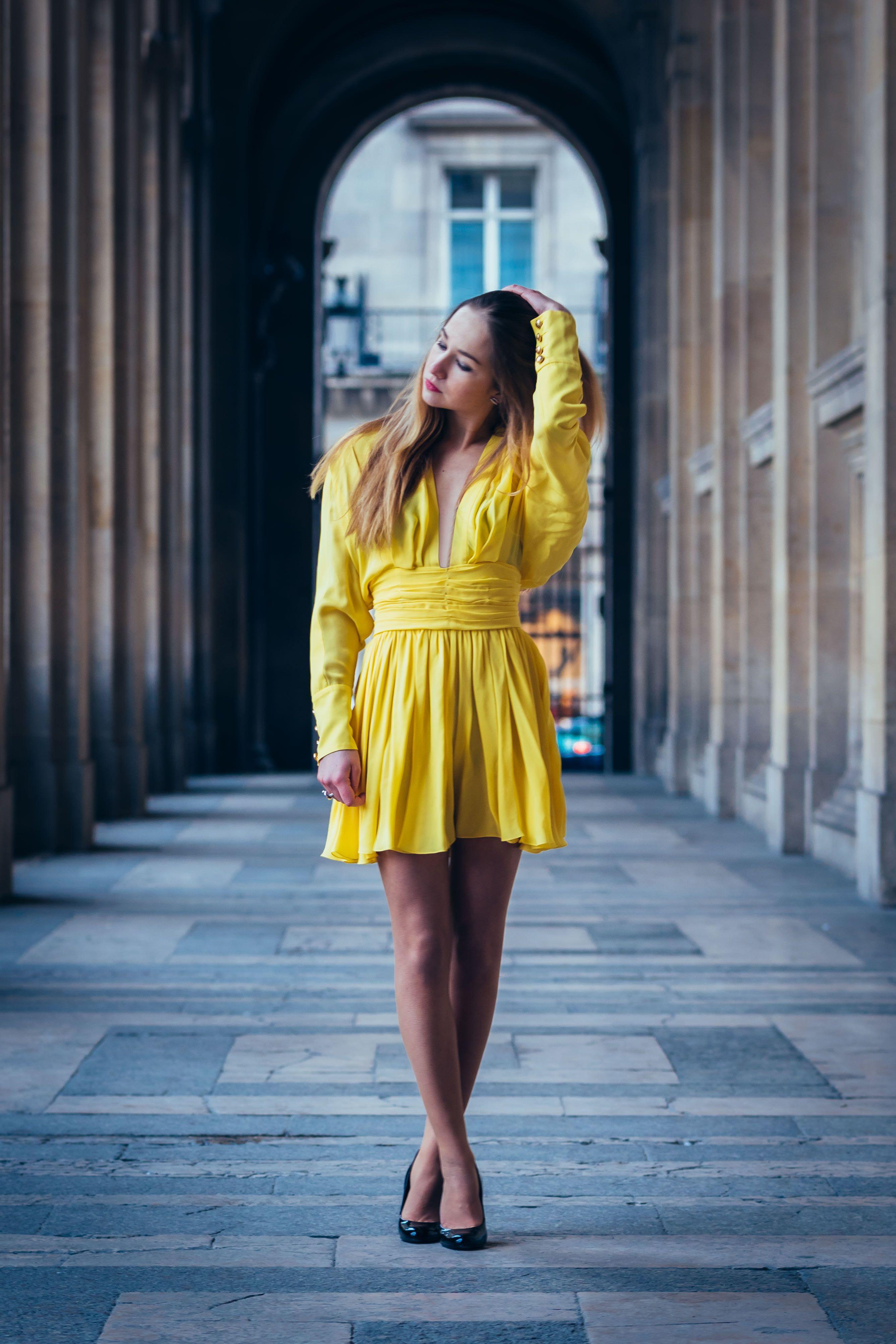 magnifique robe de soir e balmain qui s 39 accordera parfaitement avec une pochette chanel robe