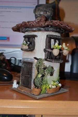botellas con forma de casa - el baul de gemita | tejas decoradas