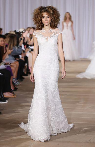 cupón de descuento diseñador nuevo y usado profesional mejor calificado Pin en Vestidos de novia para mujeres bajitas