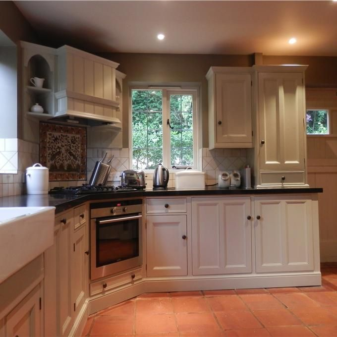 Best Hand Painted Kitchen In Bone Estate Eggshell Walls Mouse 400 x 300
