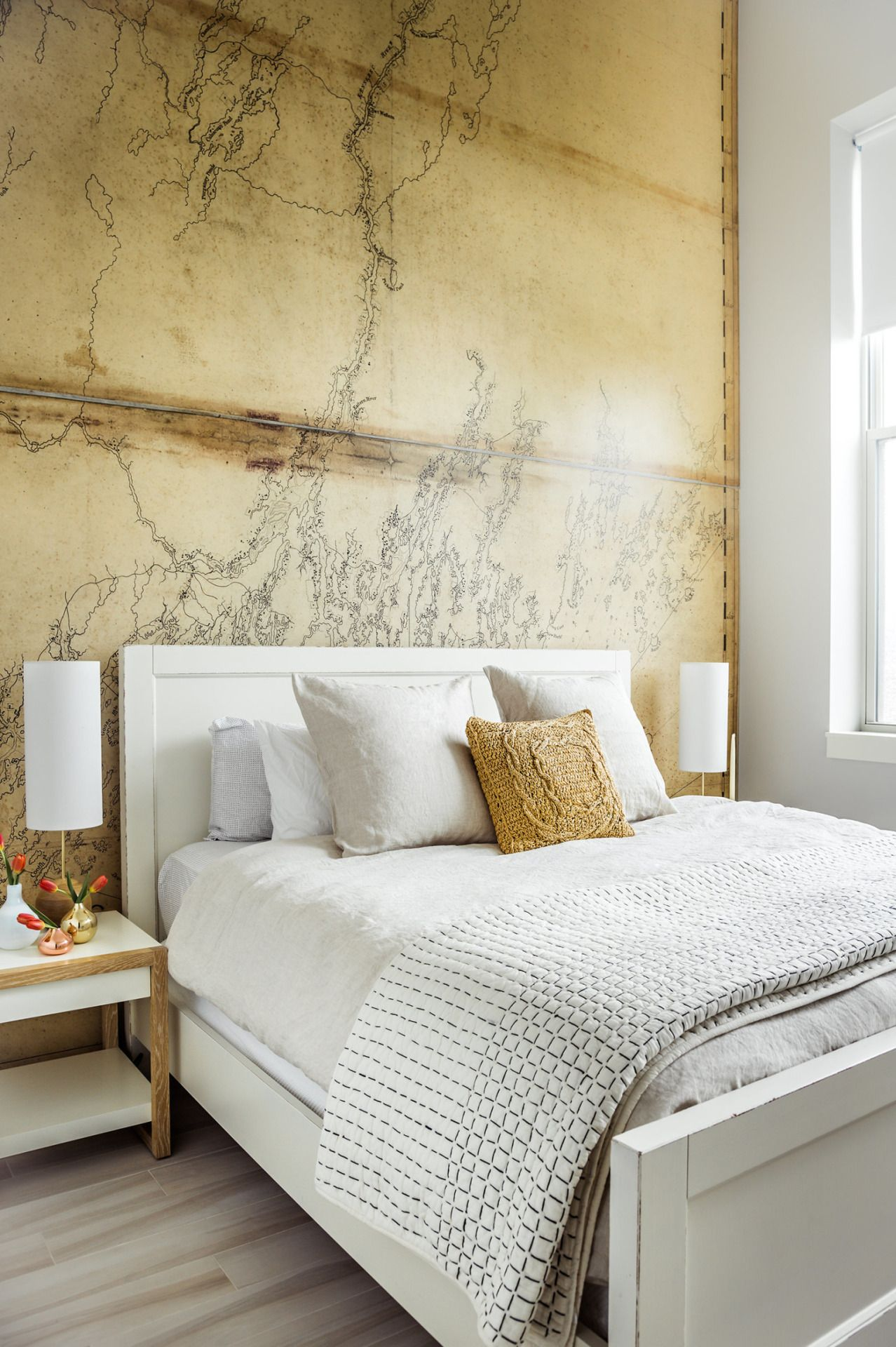 Unique & rustic accent wall behind this lovely plain bed ...