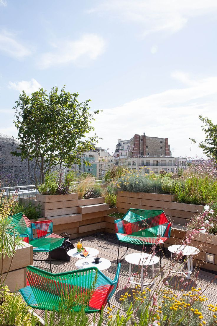 Jardin rooftop de la piscine molitor paris par le for Decor paysagiste jardin