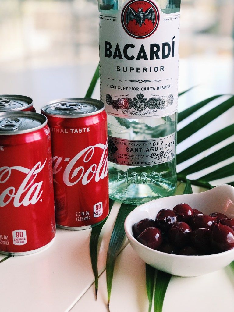 How to make a refreshing rum and cherry coke cocktail