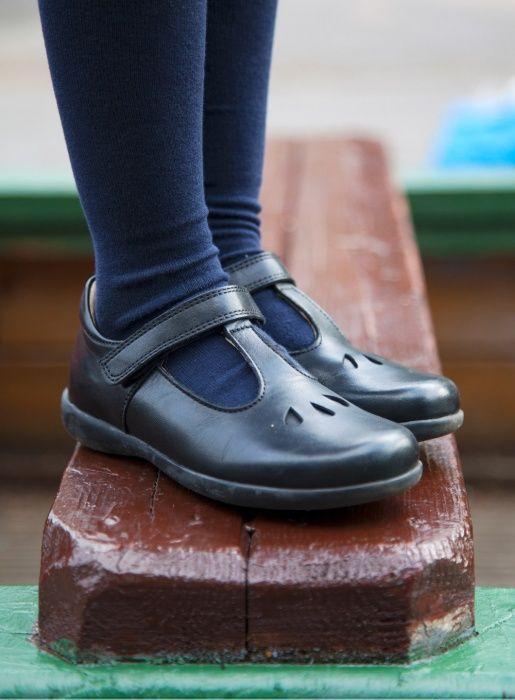 Velcro fastening and soft heel pad