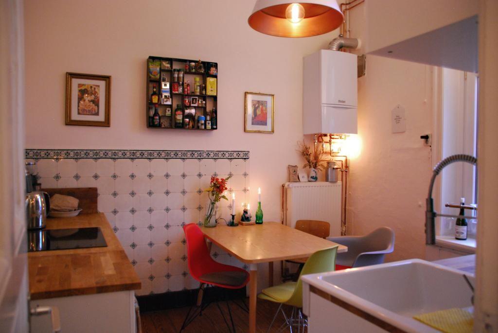 In diesem gemütlichen Essbereich in der Wohngemeinschaft wird sich - wohnzimmer modern eingerichtet