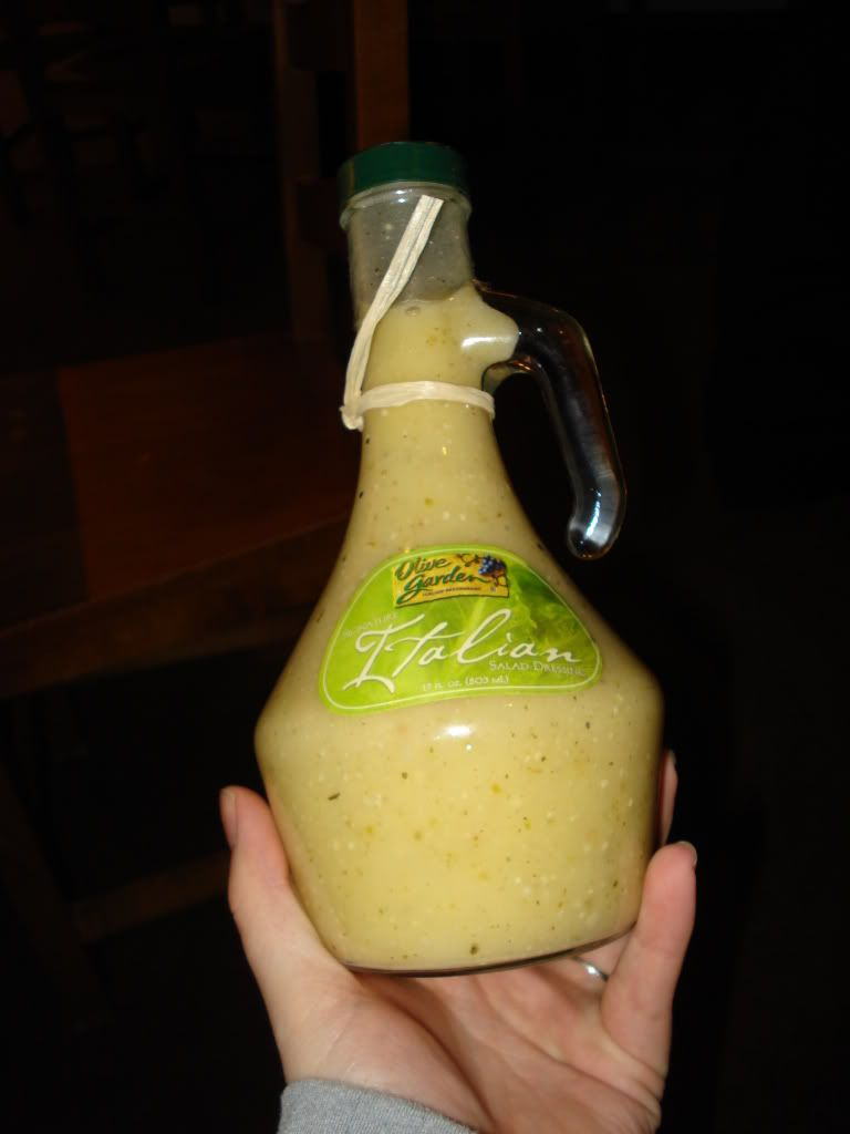 Olive Garden Dressing - It tastes EXACTLY like Olive Garden dressing and was really easy to make!