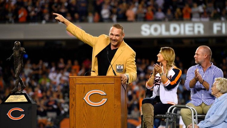 ESPN admits its mistake in not showing Brian Urlacher's