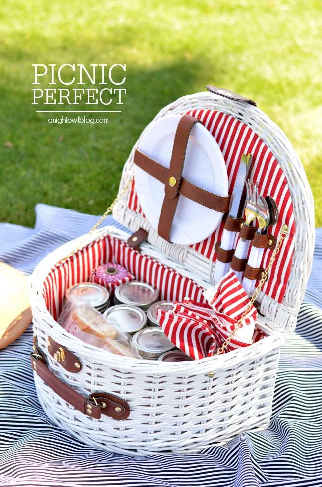 Ideas For A Picnic Basket Gift : Picnic ideas recipes and tips picnics martha stewart