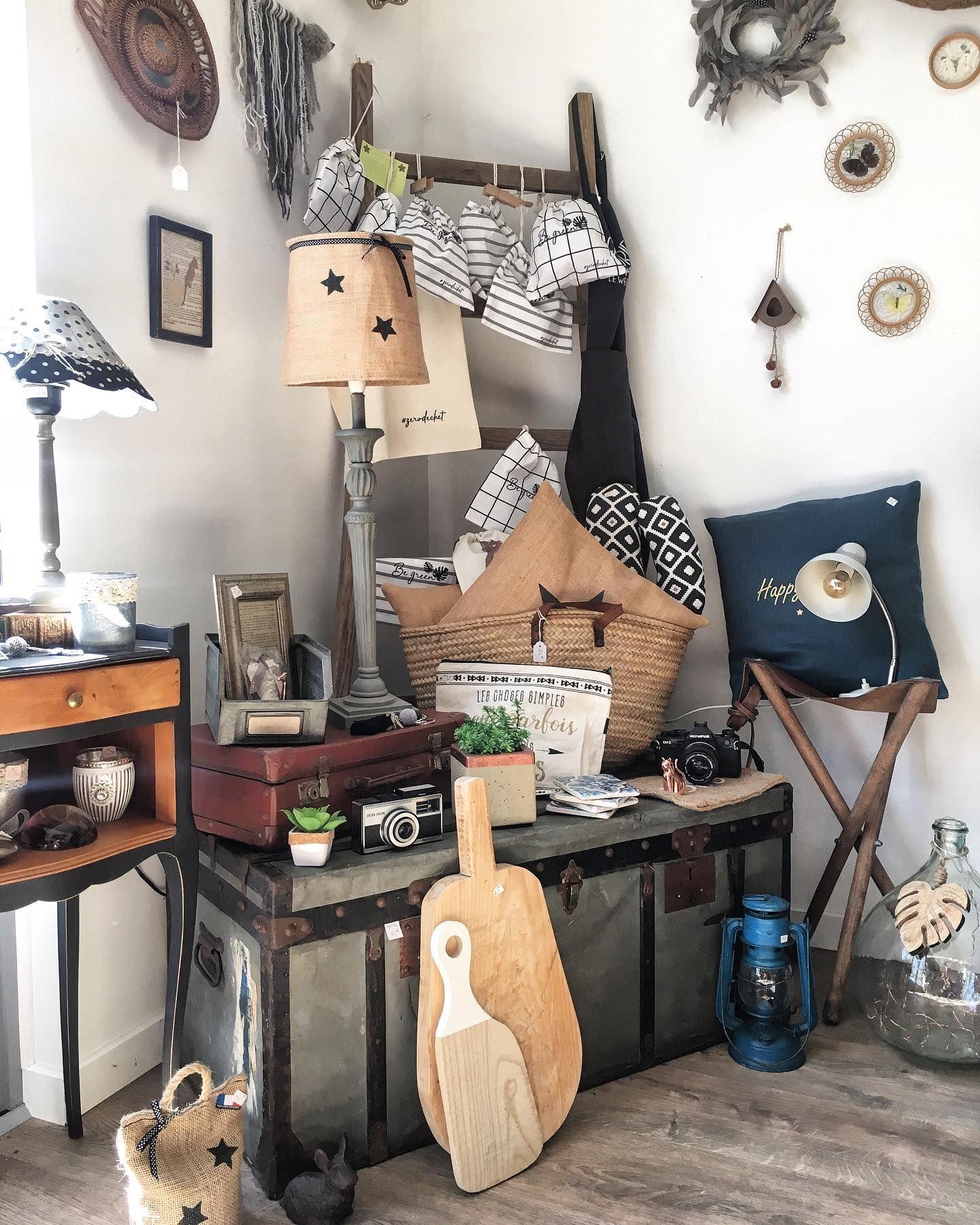 B R O C A N T E A D D I C T Decoration Malle Brut Brocante Vintage Homedecor Conceptstore Retourdechine Decoaddict Retourdechine Jourdec In 2020