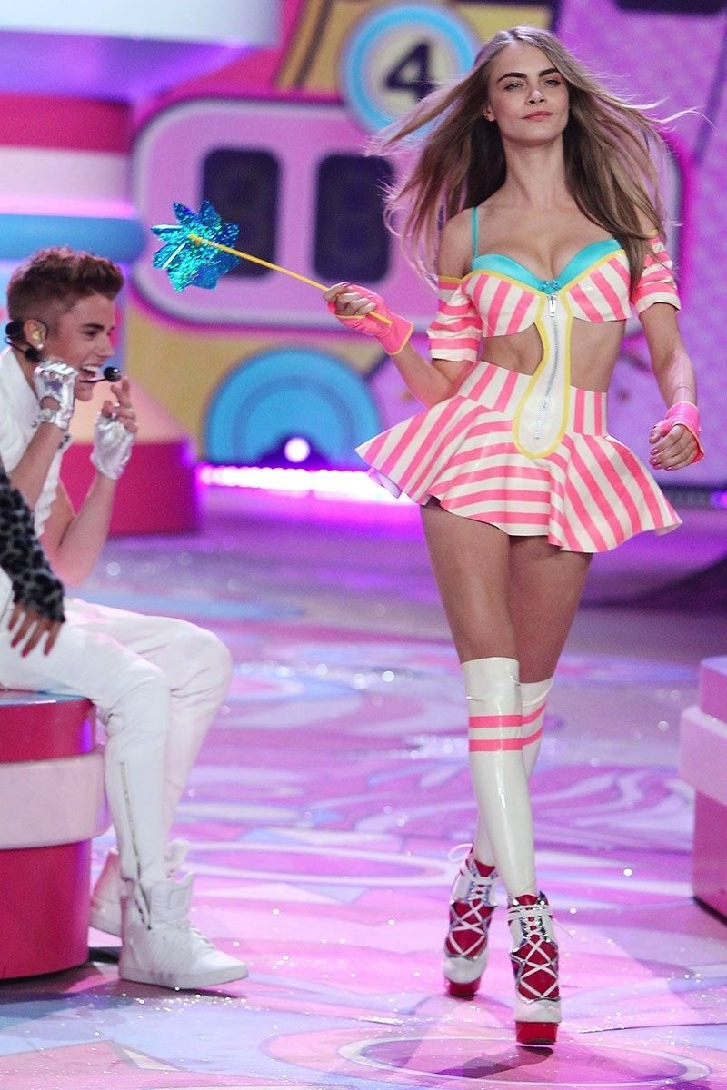 853279d163 Cara Delevingne - Fashion Show - Empeliculados.co Justin Bieber
