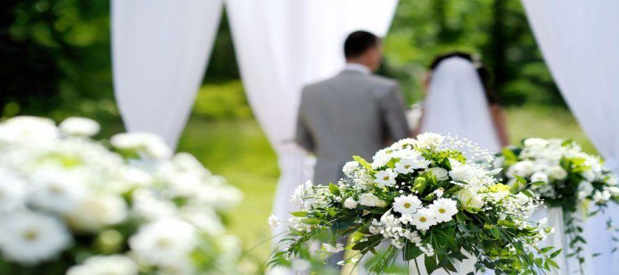 Πάθαμε σοκ! Πασίγνωστος Έλληνας ηθοποιός θα παντρευτεί την κατά 24 χρόνια μικρότερη σύντροφό του (ΦΩΤΟ)