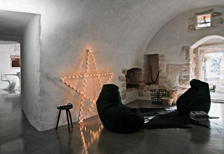 L interno della lamia insieme soggiorno e camera da for Arredamento rustico italiano