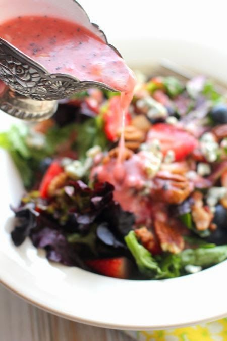 Get Bodylicious Diaries: Perfect Strawberry-Poppyseed Dressing - Add this delicious low calorie dressing to your salad any day! #strawberry #poppyseed #saladdressingrecipes