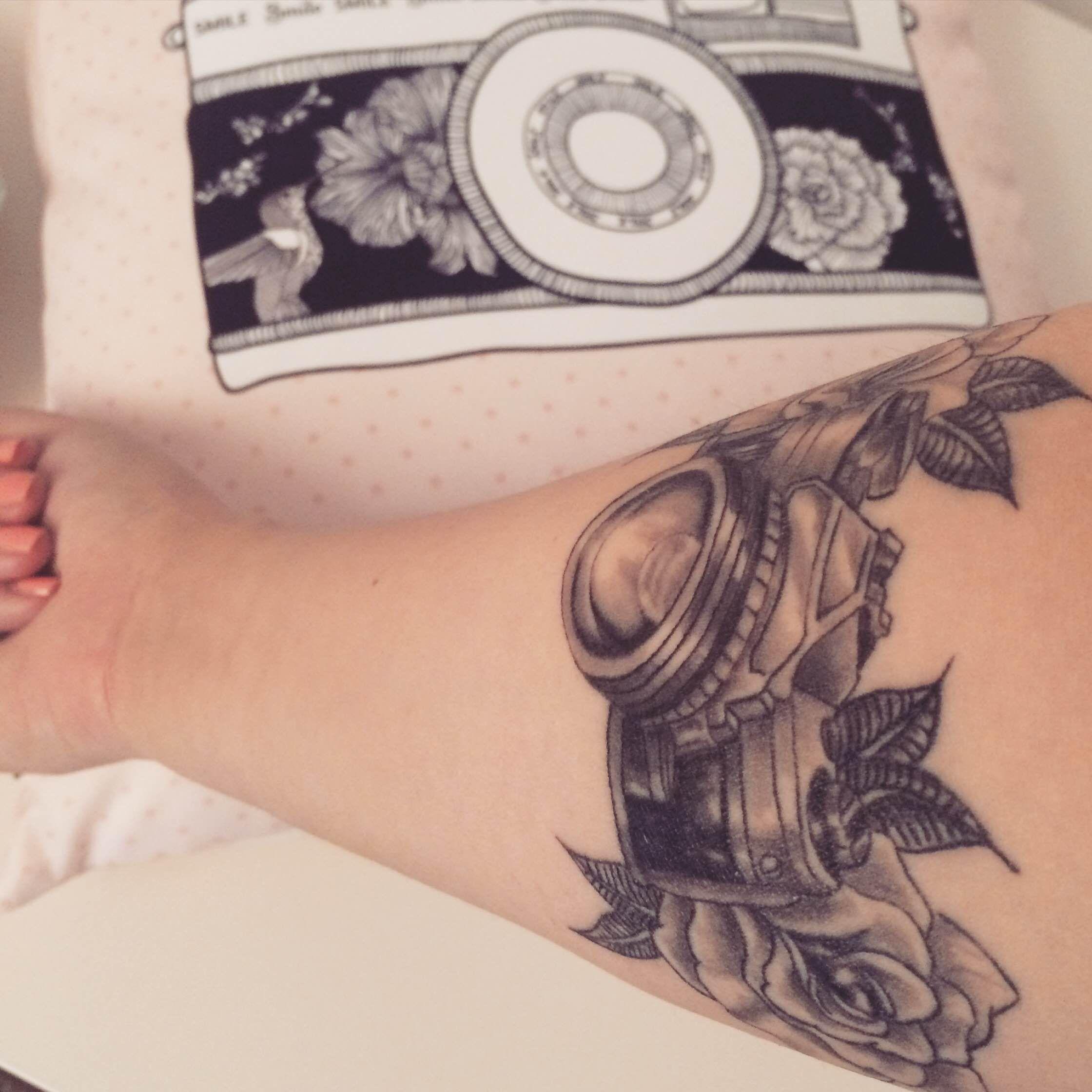 Tatuaż Aparat Fotograficzny Wykonany W Studiu Time4tattoo Www