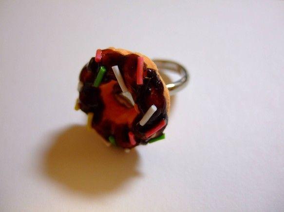 チョコレートドーナツのチャームがついたリングです。|ハンドメイド、手作り、手仕事品の通販・販売・購入ならCreema。
