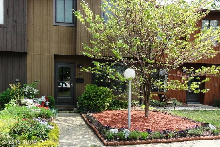 Cozy townhome with end-unit feel! 32 KINGS WHARF PLACE, WALDORF, MD 20602   somdrealestatenetwork.com #somdrealestate #realtorkimberlybean