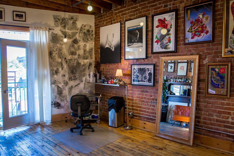 Under my thumb 39 s homey tattoo studio creative workspace tour tattoo studio studio and tattoo - Tattoo studio decor ...