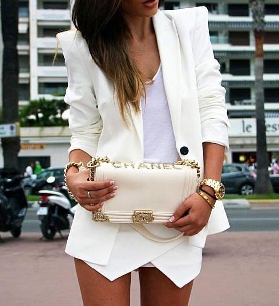 Summer whites for a perfect chic look. ::M::