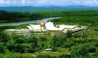 The World S Largest House Belongs To Sultan Of Brunei S Istasa Nurub Iman It Has 1788 Rooms 257 Bathrooms A Floo Brunei Travel And Tourism King Of The World