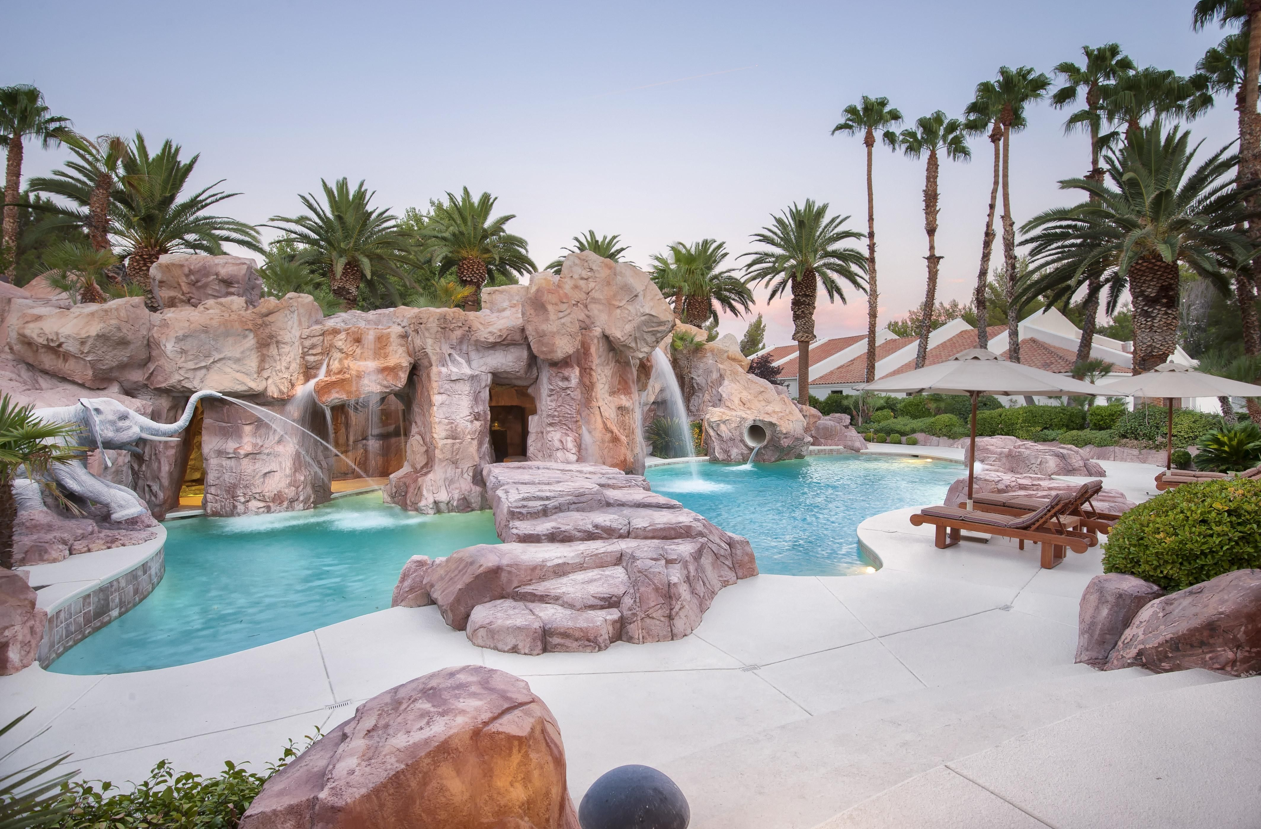A Desert Oasis In Las Vegas Is Up For Auction Backyard Water Parks Pool Images Modern Pools