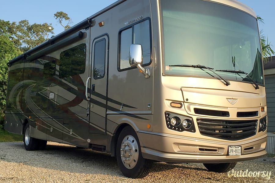 2017 fleetwood bounder motor home class a rental in