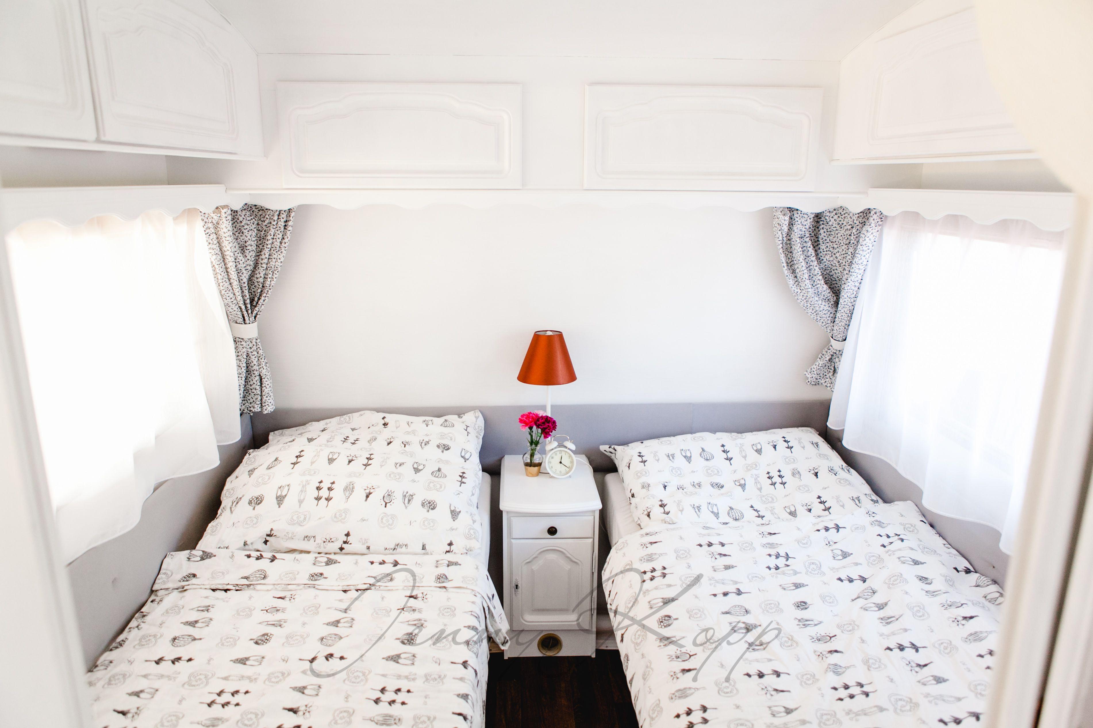 Schlafzimmer In Unserem Renovierten Wohnwagen Alles In Schwarz Weiß + Gold  /bronze.