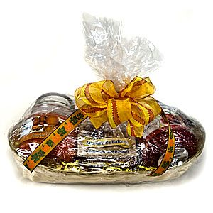 Gift Baskets with Mia Bella's clean-burning vegetable wax candles - Choose 16oz jar candles from over 100 scents for your gift and include a personalized gift card.